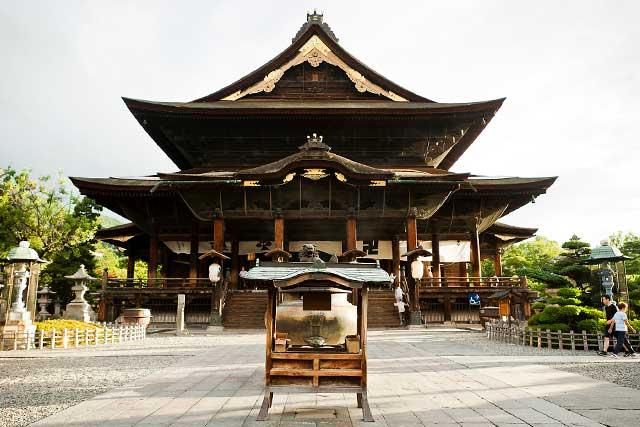 善光寺と仏足跡